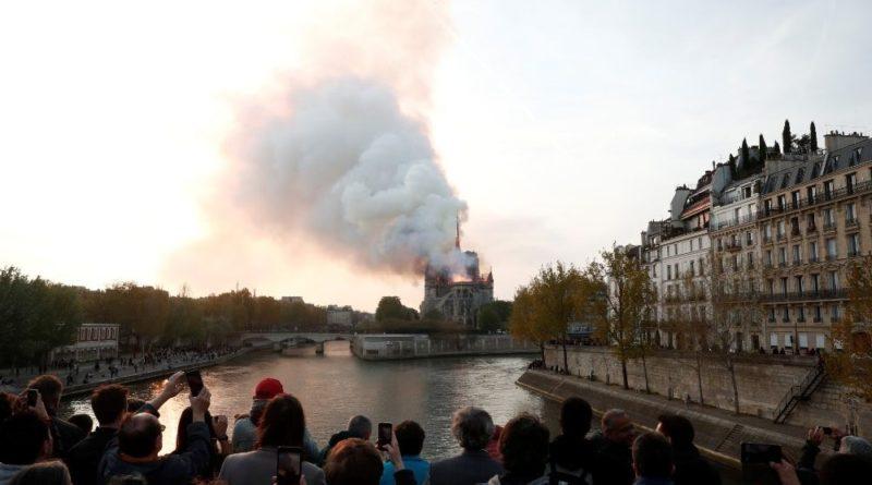Notre Dame de Paris, Nostradamus, l'Islam radicale e l'eccitazione dei complottisti.